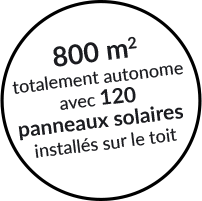 800m2 totalement autonome avec 120 panneaux solaires installés sur le toit